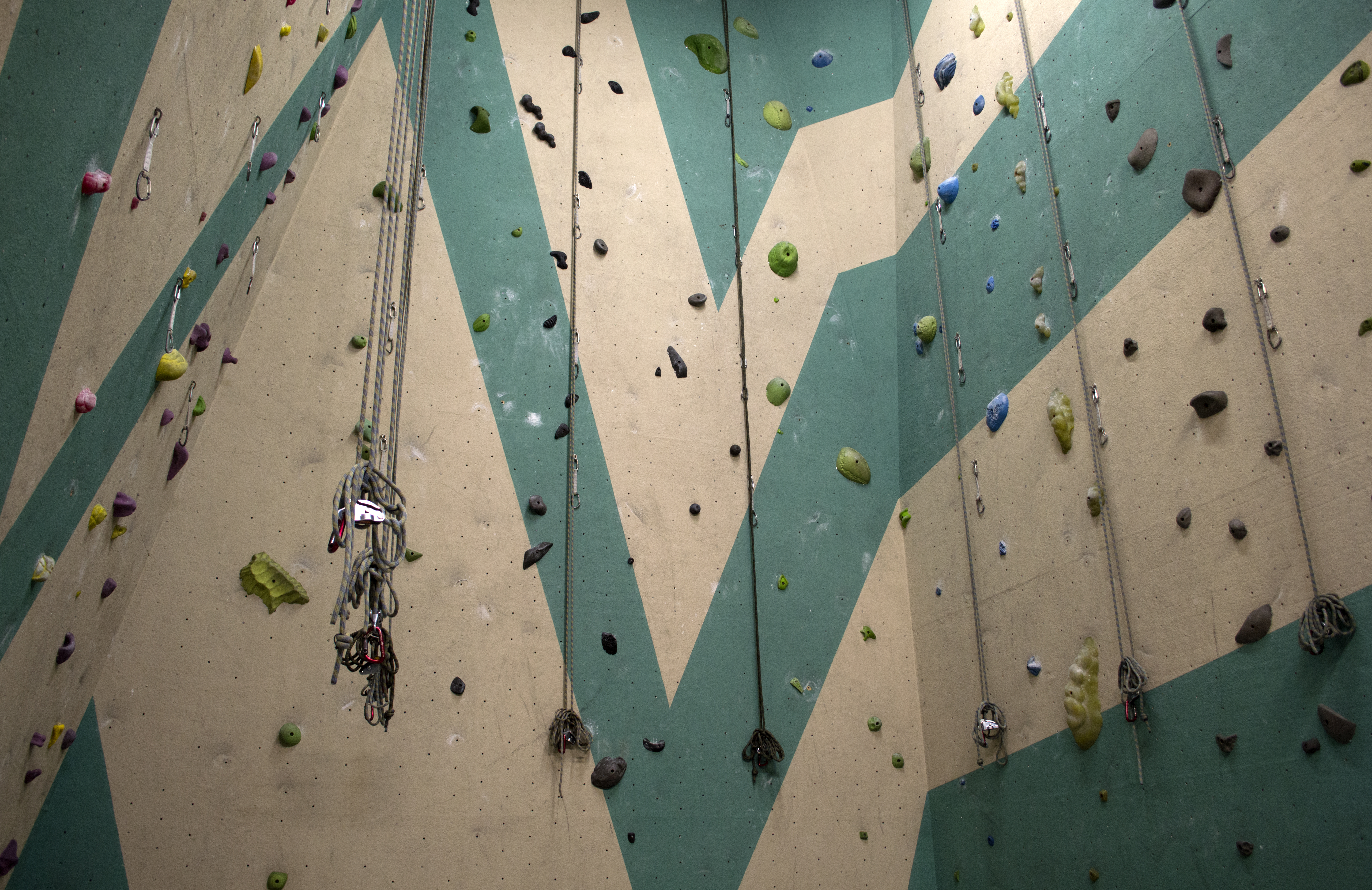 Climbing Bay 4 with 15° overhang wall