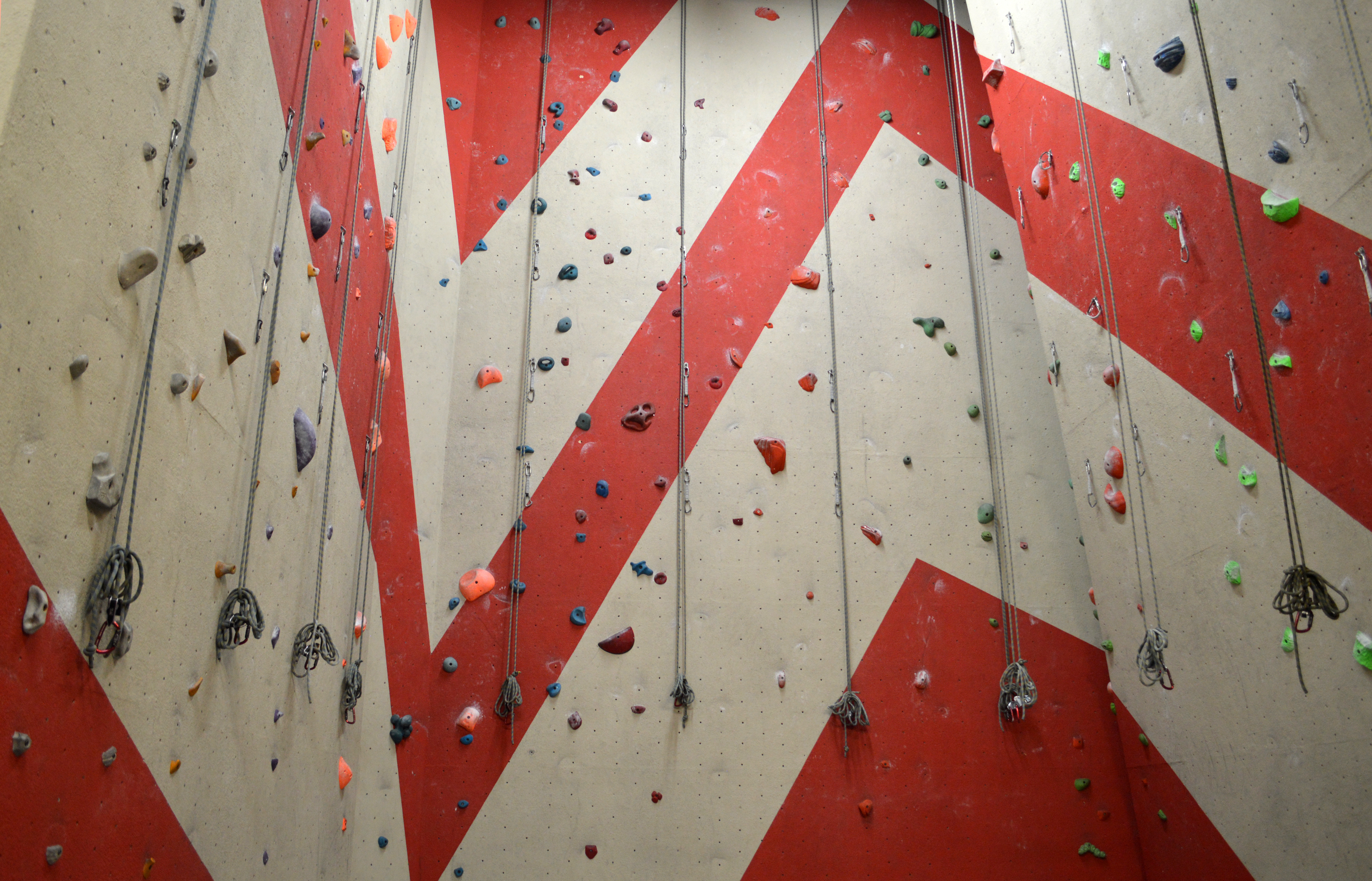 Climbing Bay 5 with 12° overhang wall