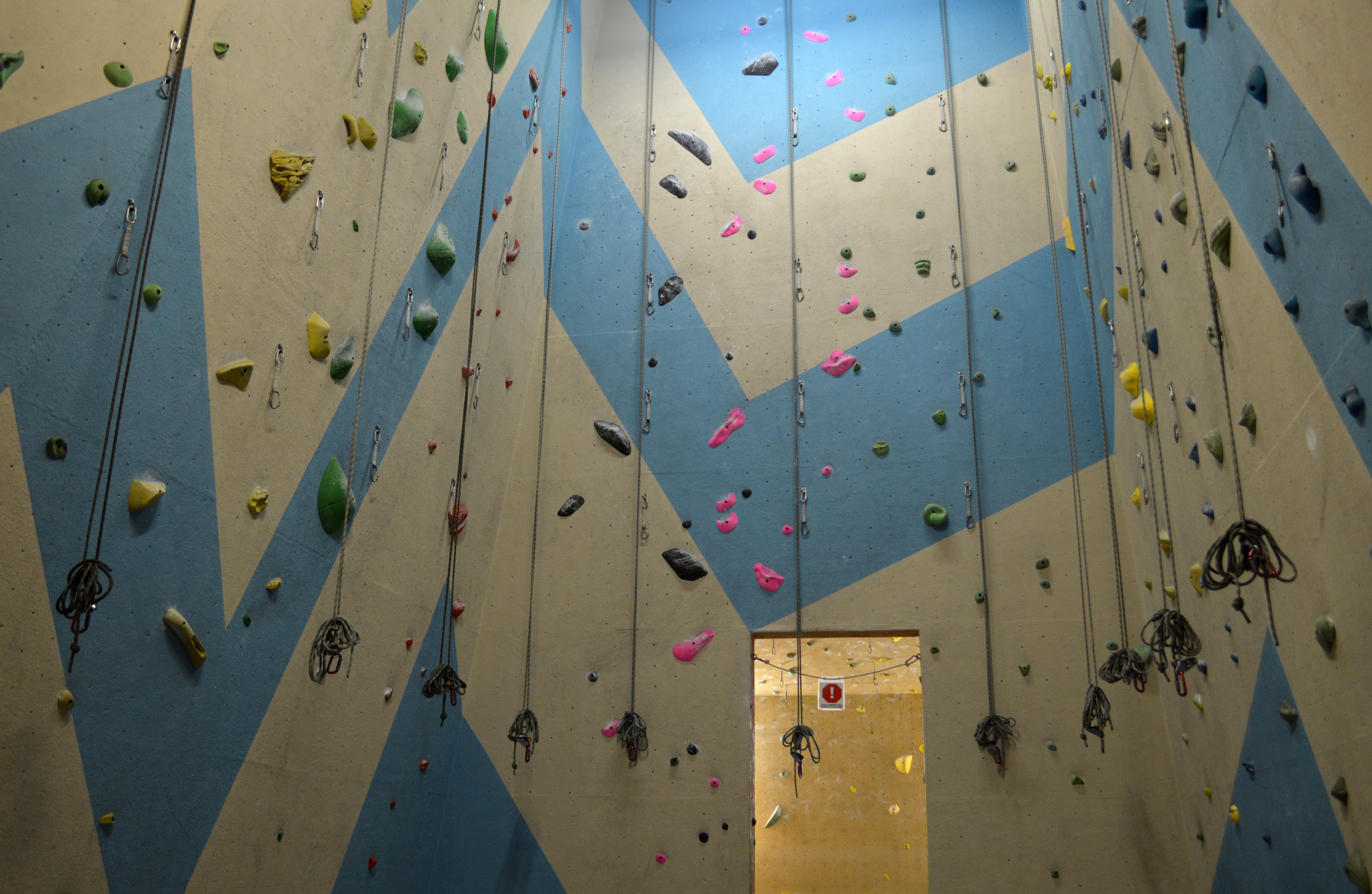 Climbing Bay 6 with 10° and 5° overhang walls